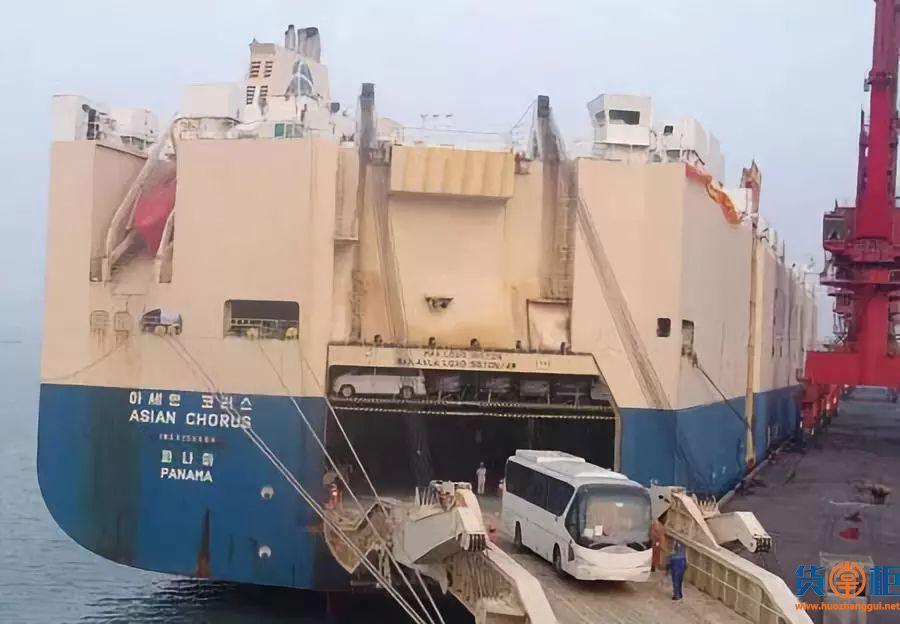 Grande America号滚装船上的集装箱发生大火!
