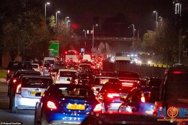 """英国二次""""封国"""",数万人逃离,堵车2000公里!欧洲物流或大面积延误"""
