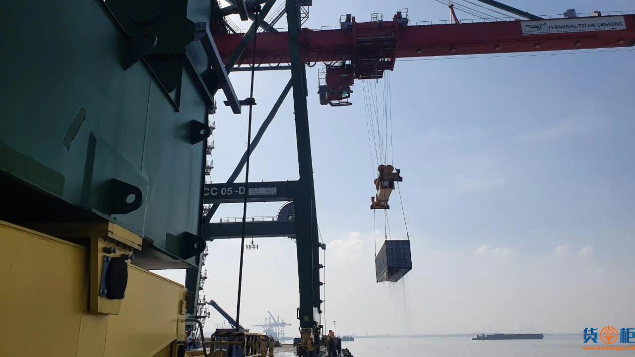 MENTARI CRYSTAL集装箱船在泗水倾覆沉没,137个集装箱落水!
