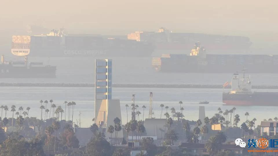 全球港口427艘集装箱船等待卸货!船舶上的集装箱首位相连总长度可达2200公里