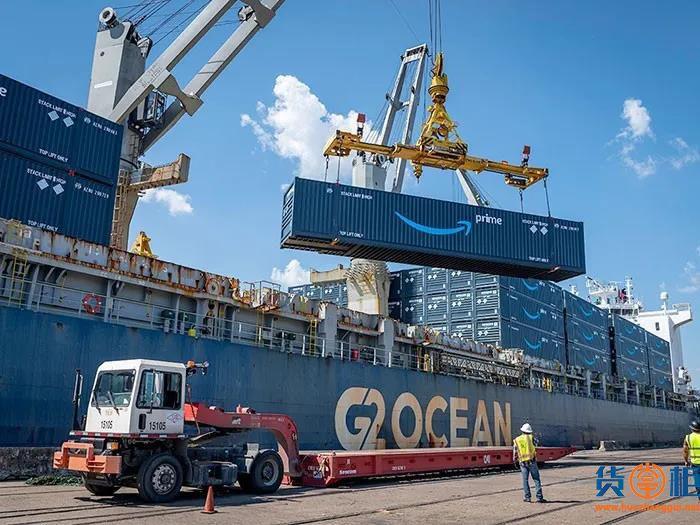 亚马逊租用散货船运输几百个集装箱货物,船舶已到港卸货